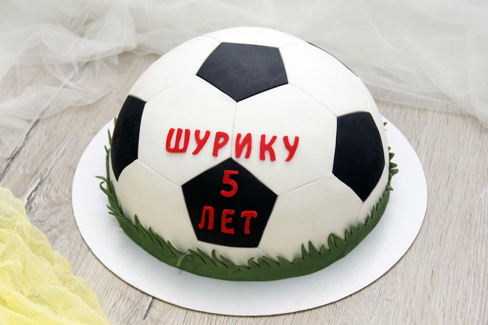 Торт в форме футбольного мяча