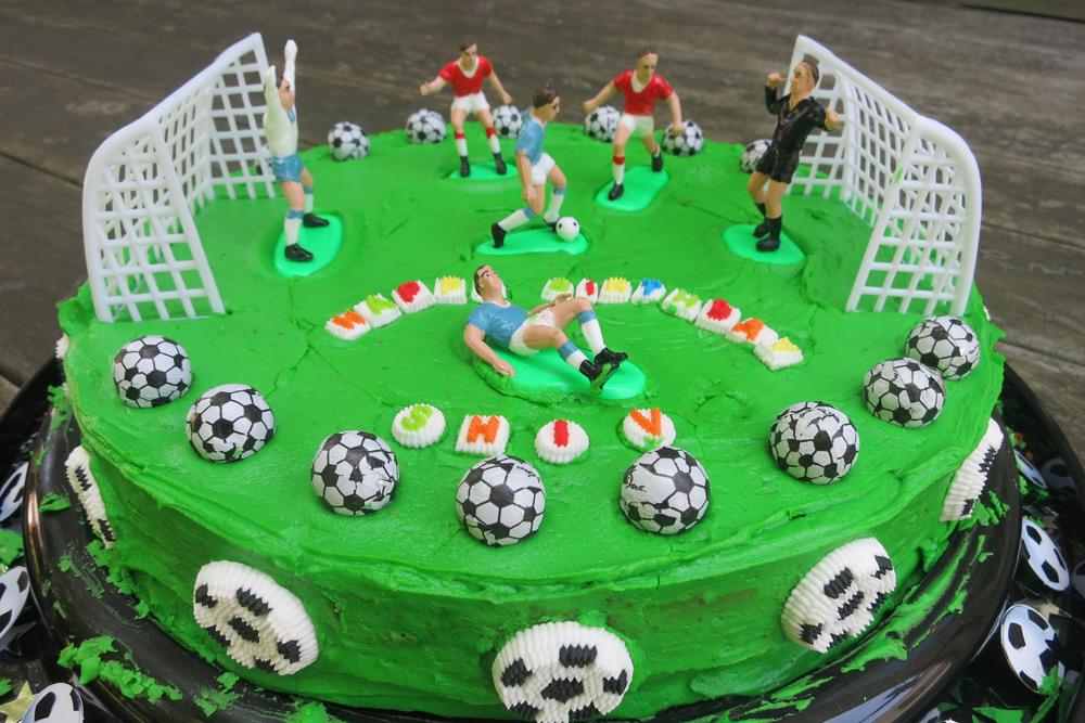Праздничный торт на футбольную вечеринку